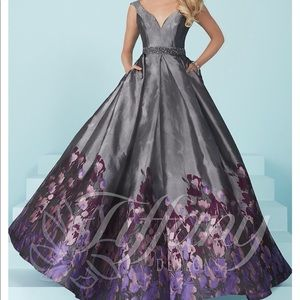 Ball gown prom dress size 8 NWT